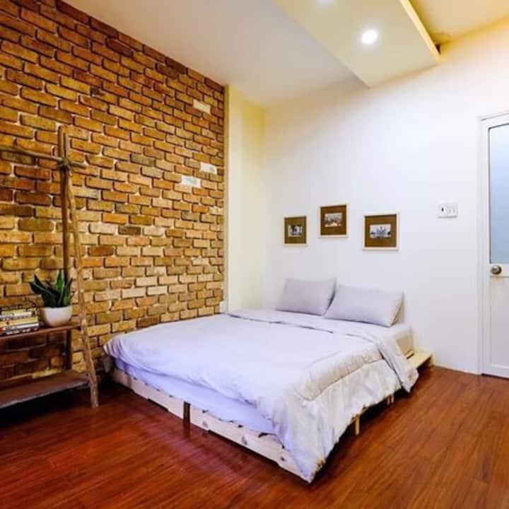 Phòng homestay trong không gian book coffee