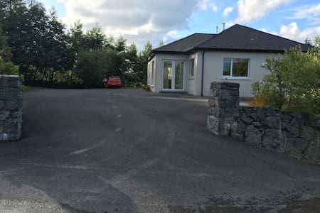 Spacious double room in Doon East. - Galway - House