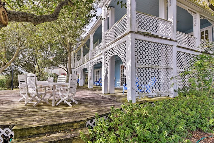 Pet-Friendly Historic 'Summer Home' on Trinity Bay