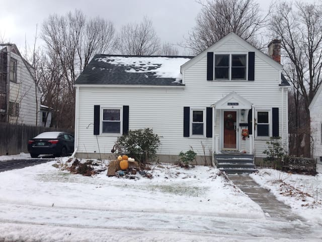 Small village home 1 mile to Downtown Bennington. - Woodford - Hus