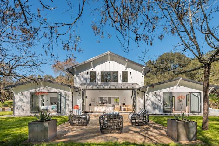 Brand-new Luxury Modern Farmhouse in Sonoma