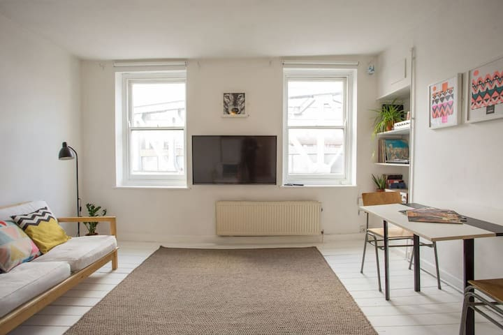 Chic 2Bed Apartment in Central Shoreditch