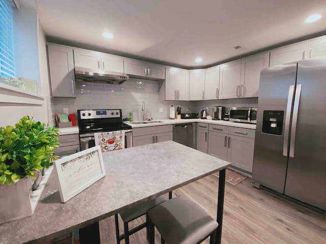 Luxury Home~in Prime Bellevue Area-3bd & 2bath