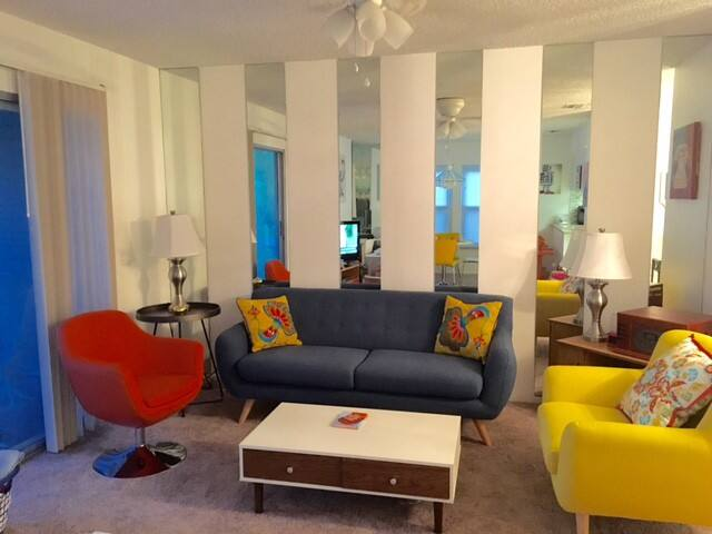 Retro Condo with all the Vacation Amenities - Fort Myers - Villa