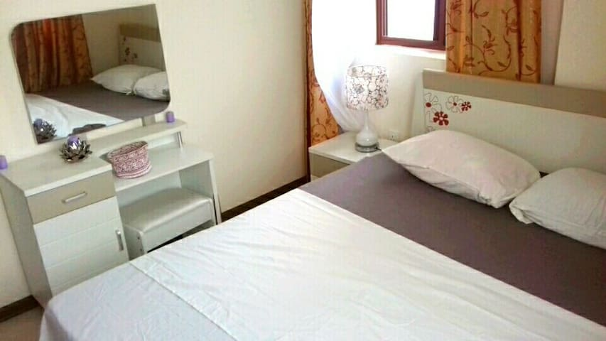 Lovely room in clean, modern apartment in Msasani - Dar es Salaam - Lejlighed