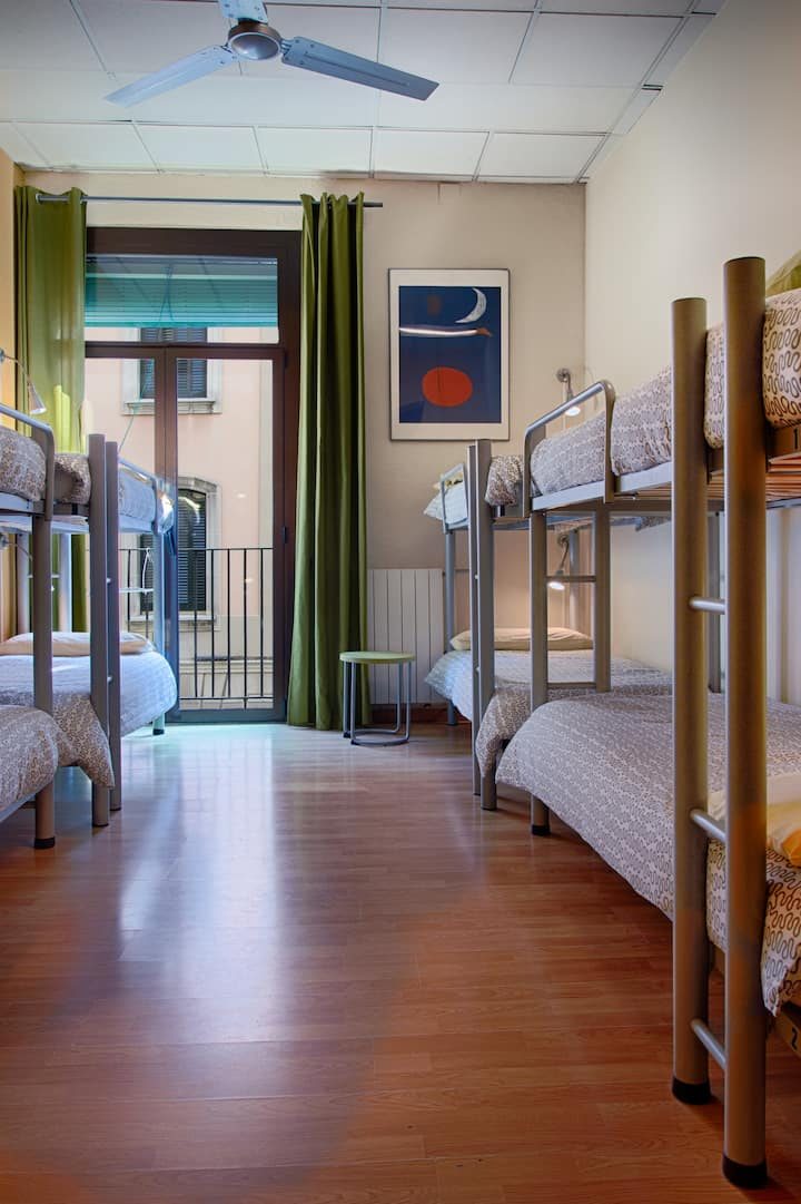 1 BED IN A 8 PEOPLE DORM  - Itaca Hostel Barcelona