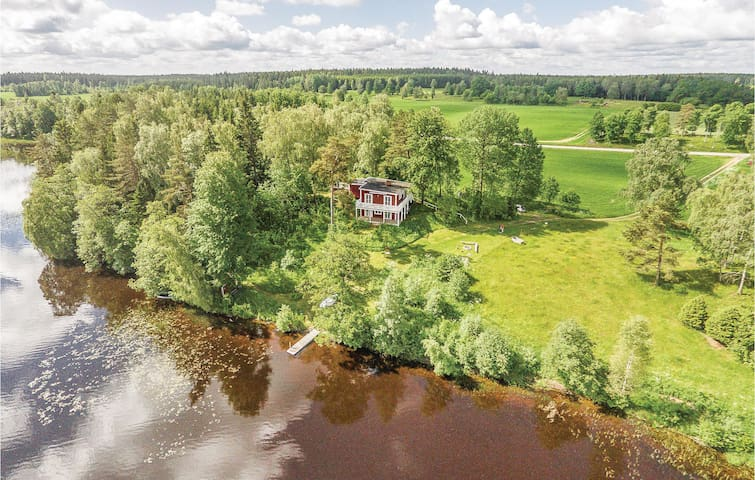 Holiday cottage with 3 bedrooms on 120m² in Bodafors