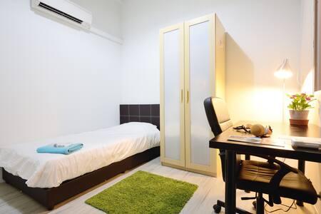 Beaverloft @ town - Lofty Room 1E - Singapore