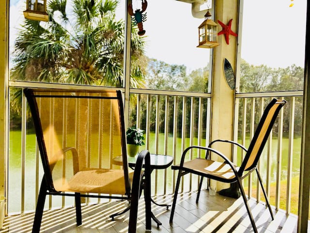 CLEAN LakeFront condo centrally to Beaches&Disney