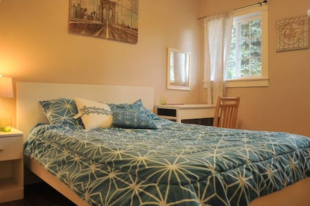 colorful cute and comfortable place in a fun house - Portland - Huis