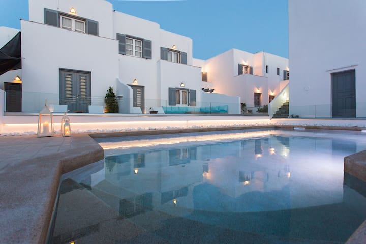 2 bedroom Apartment with Pool view