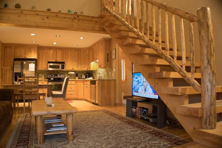 Cozy 2 Bedroom Condo Right at the Base Area, Communal Hot Tub and Grill!