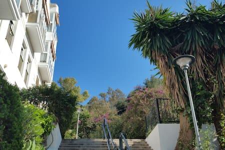 Lovely private room + breakfast - Málaga