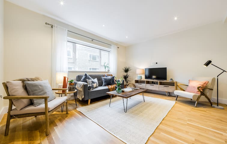 (5) Designer 3bed/2.5 bath in South Ken sleeps 8.