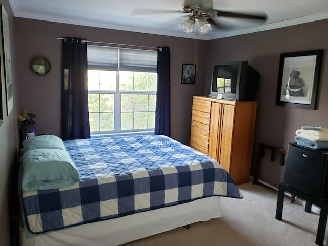Comfy room (#1) in spacious home near I-90