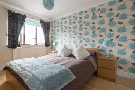 Private room w. parking near city centre / station - Chelmsford - Haus