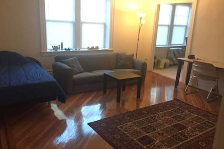 A spacious studio apartment - Nutley - Διαμέρισμα