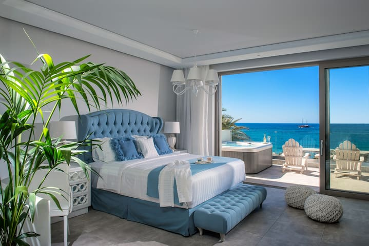 Nisos Beach Suite with outside Hot Tub