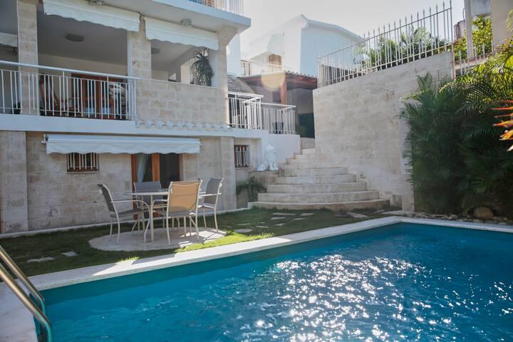 Habitación Privada B, Villa Arecas Habana