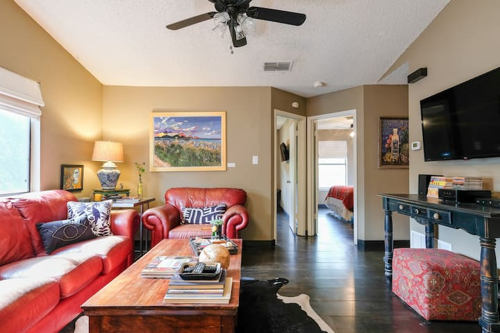 Central Austin Comfort! Apartment with Quirky Austincentric Vibe