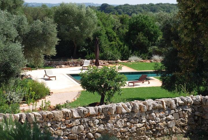 Ostuni: charm and  comfort for 4 ( 1 villa)