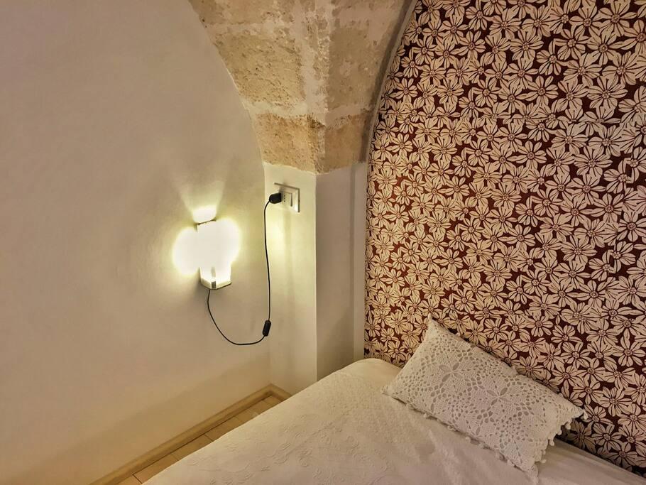 Old room, details