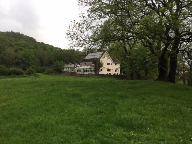 Pontypridd farmhouse close to Taff Trail and BPW