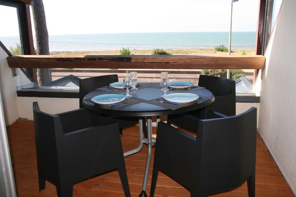 Déjeuner terrasse