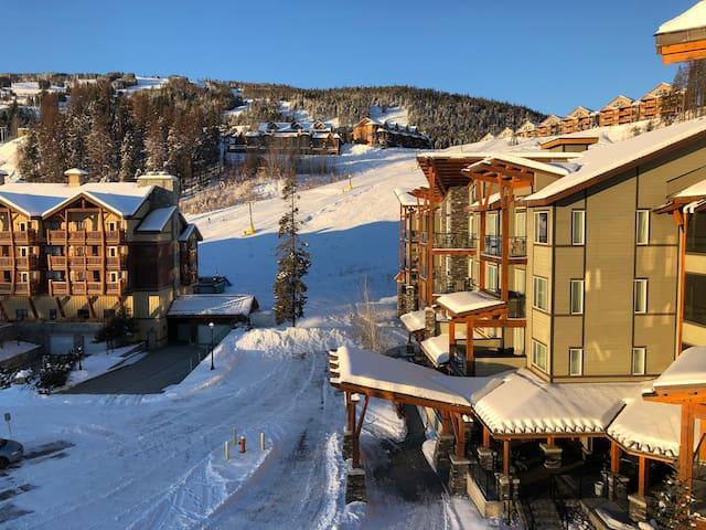 luxury penthouse suite - pool&hottub - on ski hill