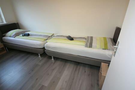 Schönes Zimmer in 3 Zimmer Wohnung - Salzgitter - Huoneisto