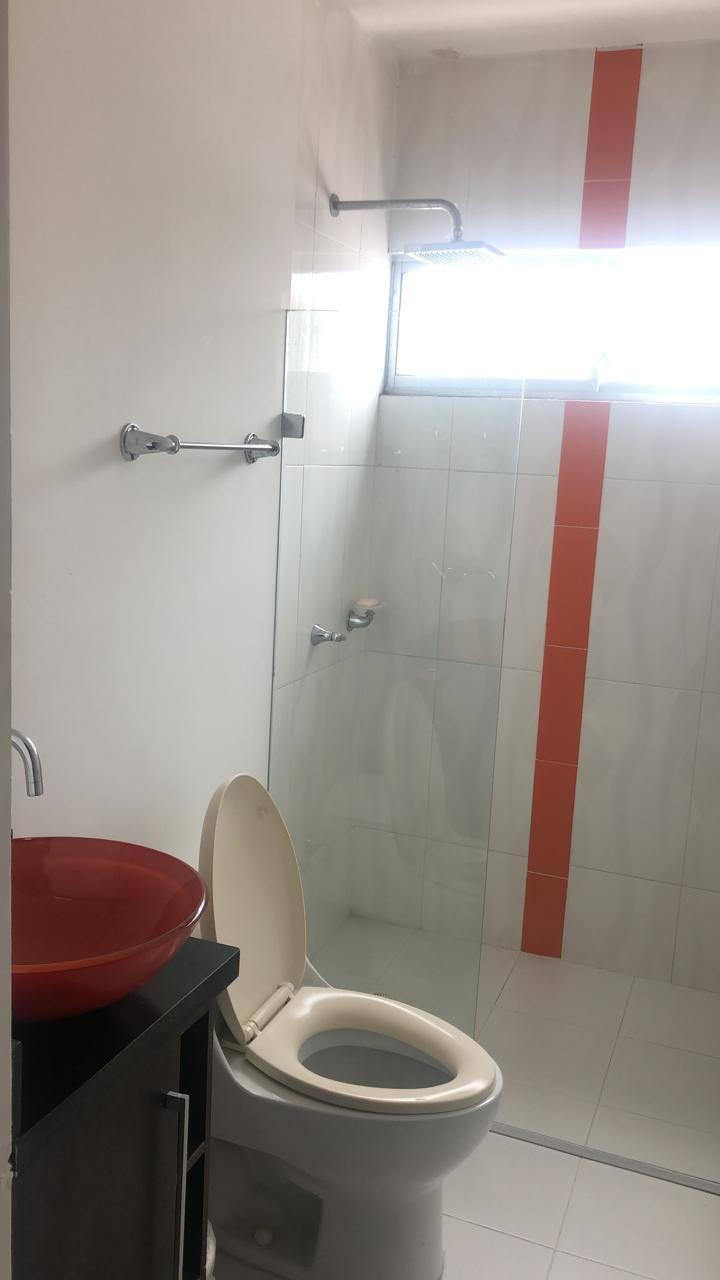Se arrienda habitación con vestier y baño privado