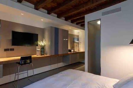 Modern cozy studio in the center of Milano ||