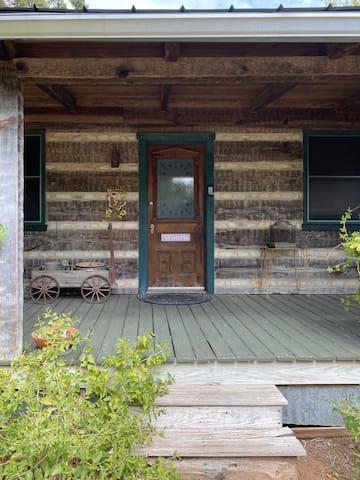Wisteria Cabin (2b, 1b)