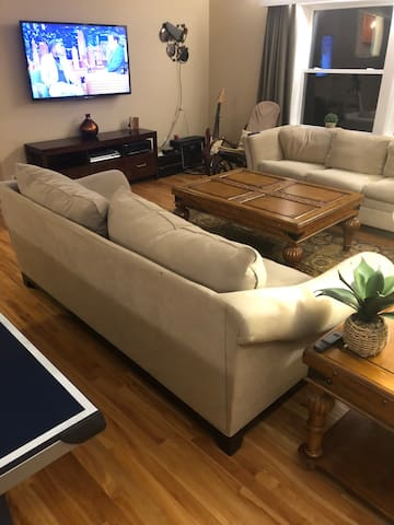 Comfortable Home Near Stowe and Shopping