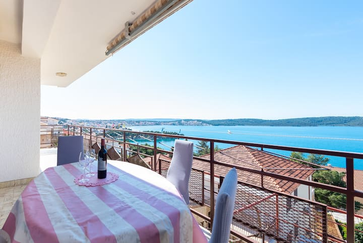 Apartment with 3 bedrooms and view on Island Ciovo