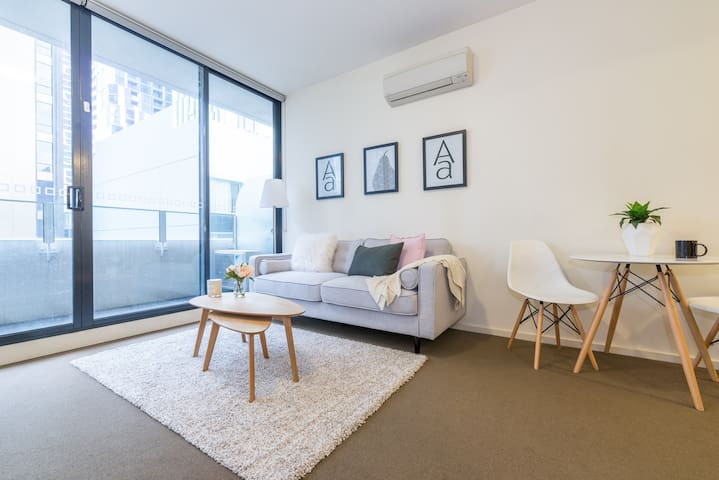 2BD Apt next to Mel Cen~Price of 1 bd~Super worth! - Melbourne - Apartamento