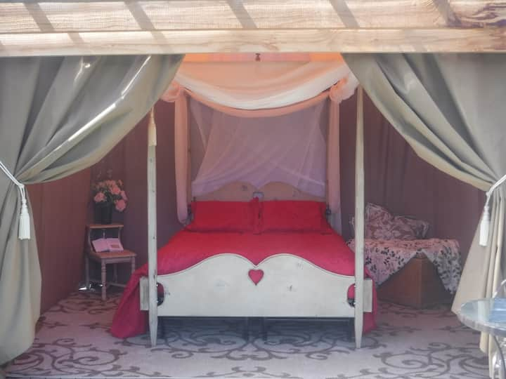 CASCADE GLAMPING~near Bellingham~Glamorous Camping
