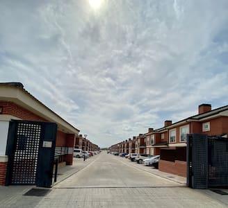 Alquilo amplias habitaciones 30 minutos de Madrid