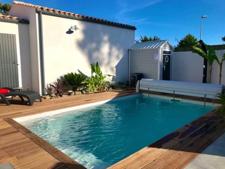 Proche plage charmante villa neuve avec piscine