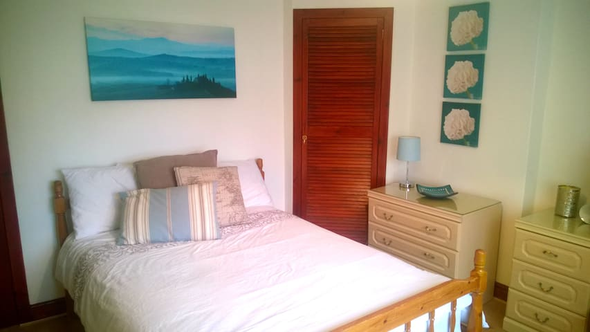 Comfy bed located minutes from AECC and Airport - Aberdeen - House