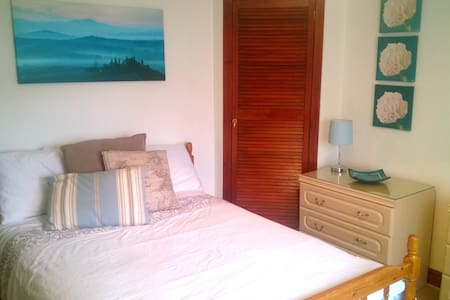 Comfy bed located minutes from AECC and Airport - Aberdeen