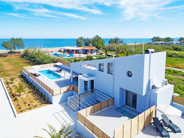Modern Beachfront villa,No car needed,BlueOyster1 - Rethymno - Vila