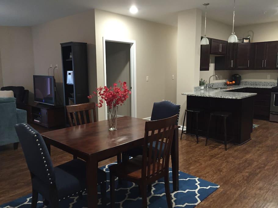 eating area/open kitchen
