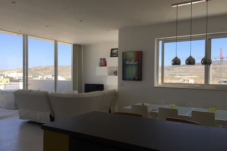 EXCLUSIVE penthouse (shared w\host) - L-Imġarr