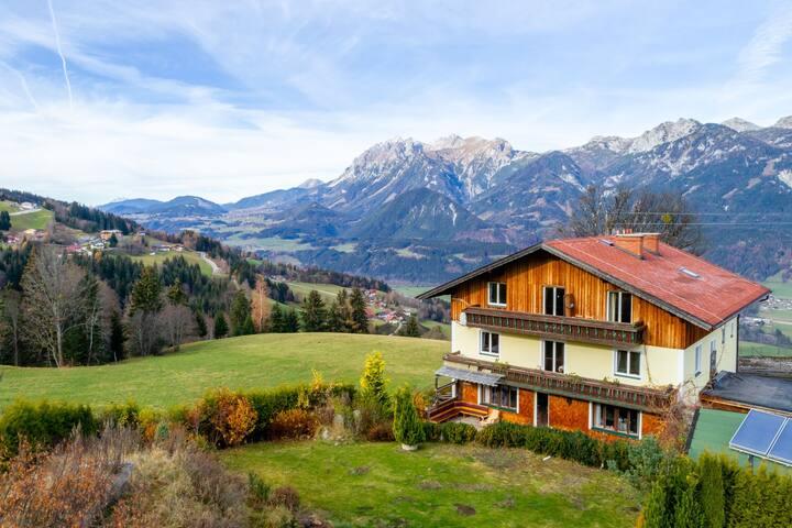 Charmant appartement in Steiermark met uitzicht op bergen