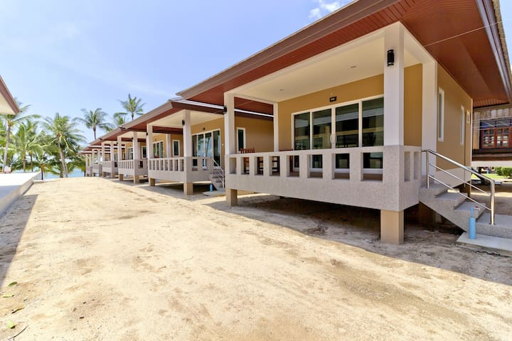 At Beach Pool & Brand New Bungalow A