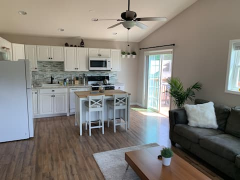 Beautiful! Newly Renovated 2 Bedroom Apartment