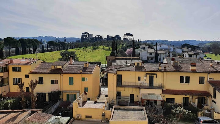Bright & spacious apartment close to Florence