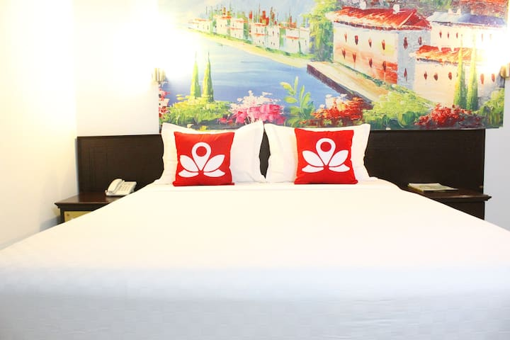 Modern Room at Sam Ratulangi - Ujung Pandang - Bed & Breakfast