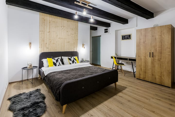 Stylish Superior Studio in Old Town Centre Brasov